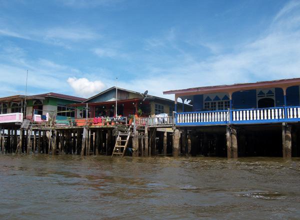 kampong ayer, bandar seribegawan, brunei darussalam