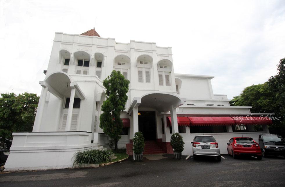 Hotel Candi Baru Semarang, gajah mungkur