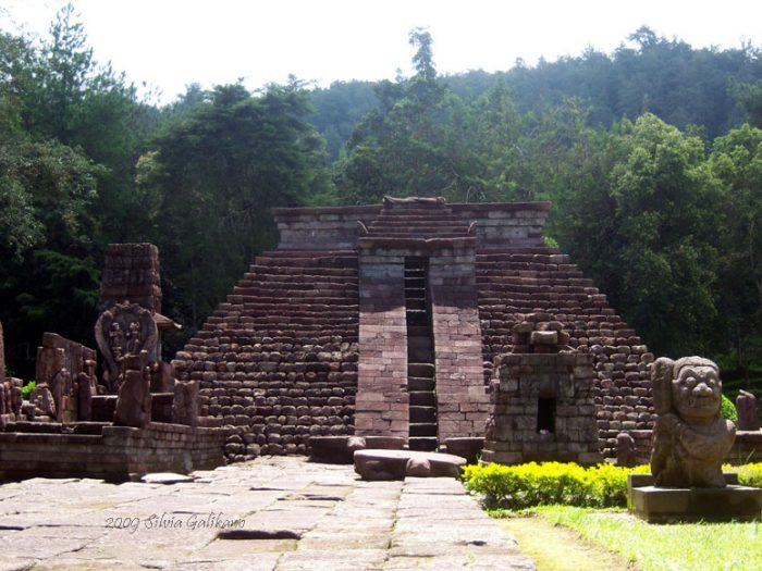 candi sukuh, sukuh temple indonesia
