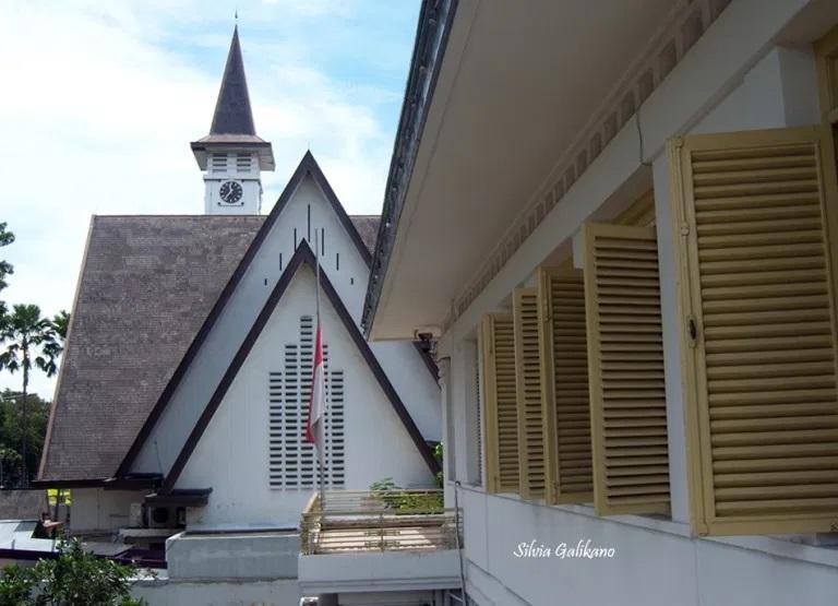 Gereja Paulus terlihat dari jendela lantai 2 Museum Perumusan Naskah Proklamasi, 6 Januari 2010. (Foto Silva Galikano)