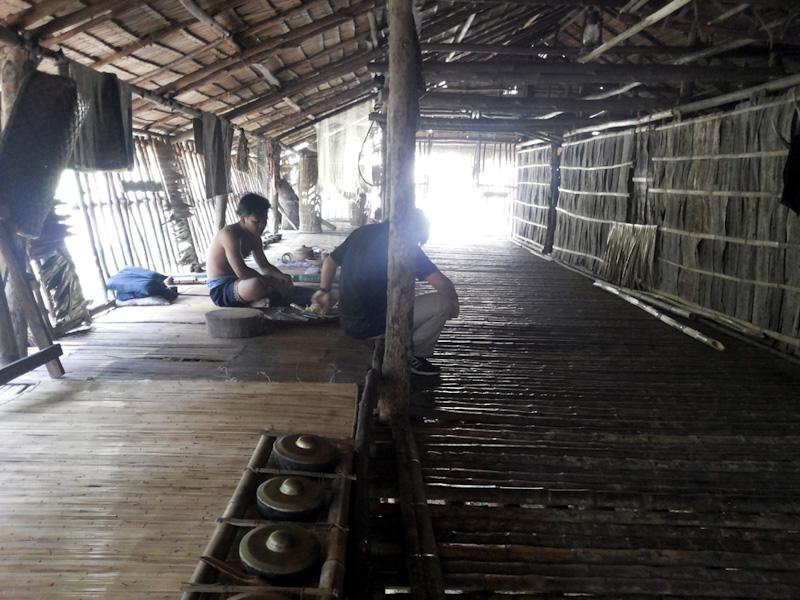 Bagian dalam Rumah Panjang Suku Rungus, MariMari Cultural Village, 2015. (Foto Silvia Galikano)