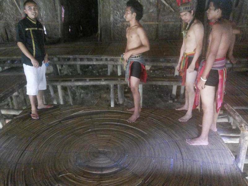 Belantaran, trampolin tradisional masyarakat Murut, MariMari Cultural Village, 2015. (Foto Silvia Galikano)