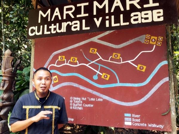 Benedict Pulian menjelaskan tentang MariMari Cultural Village, 2015. (Foto Silvia Galikano)