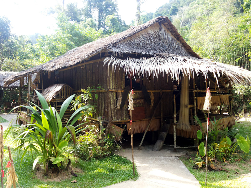 Rumah Suku Lundayeh, MariMari Cultural Village, 2015. (Foto Silvia Galikano)