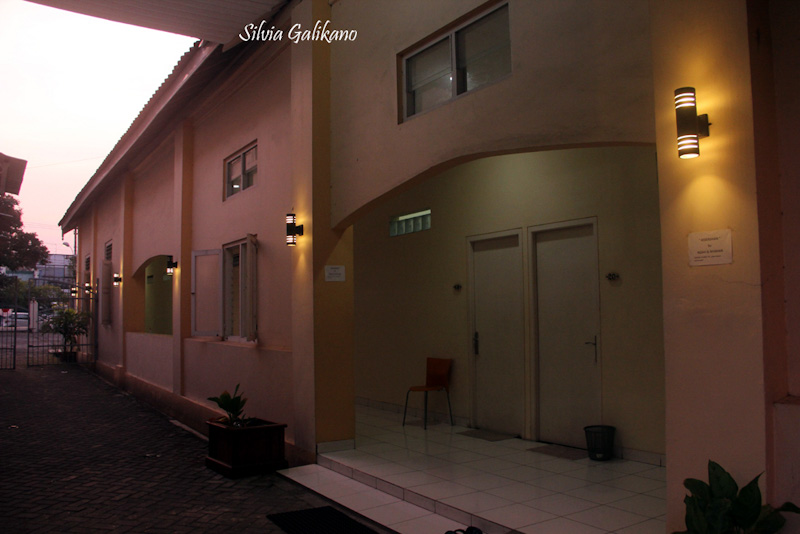 Deretan Kamar Silver Hotel Damai Residence, 2015. (Foto Silvia Galikano)