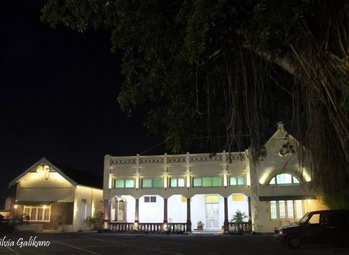 Hotel Damai Residence semakin indah saat malam, 2015. (Foto Silvia Galikano)