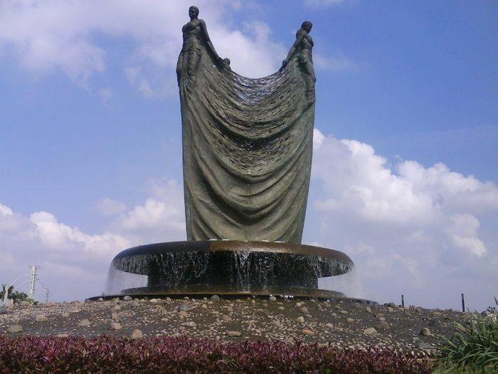 patung tiga mojang, nyoman nuarta