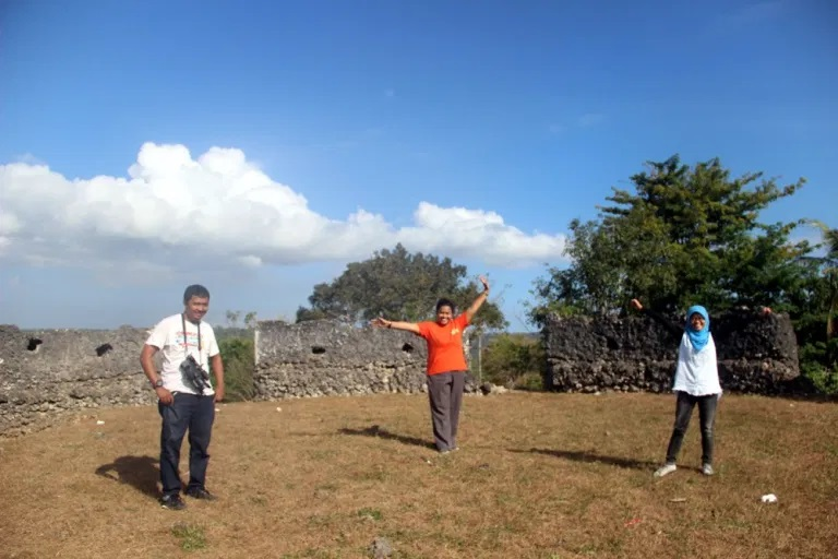 Kami di dalam salah satu bastion di Benteng Keraton Buton.