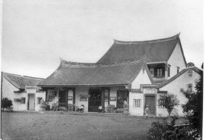 Gedung Candra Naya saat kompleksnya masih utuh. (Koleksi Tropenmuseum)