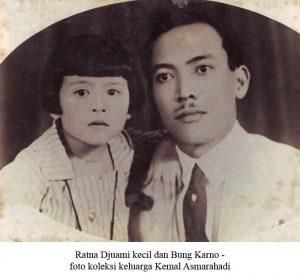 Ratna Djuami kecil dan Bung Karno. (Dok. Kemal Asmarahadi)